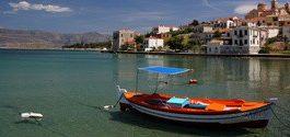 Ψαρόβαρκα στο Γαλαξίδι / Fishing boat in Galaxidi