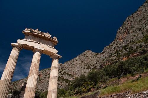 To ιερό της Αθηνάς Προναίας, η Θόλος