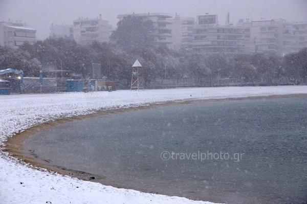 Χιονισμένη παραλία Αλίμου , Αθήνα